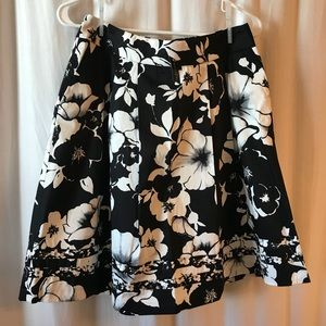 NWT White House Black Market Floral Skirt Sz 6